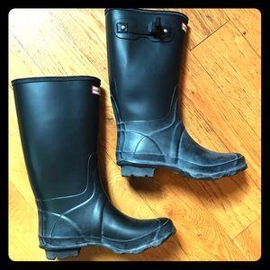 Hunter huntress black rain boots